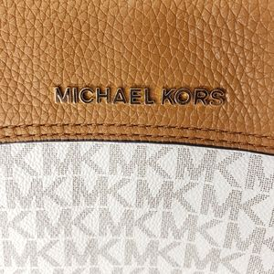 Michael Kors Bags - New Michael Kors Jet Set Chain Legacy Bag Vanilla